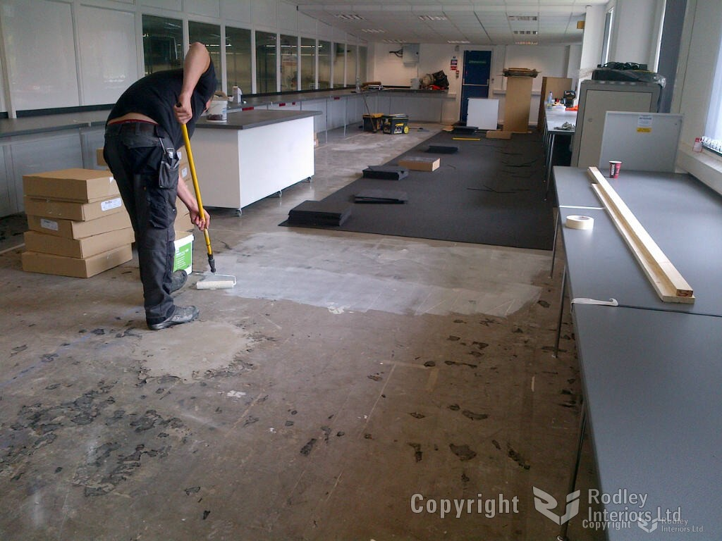 Rolling glue for carpet tiles