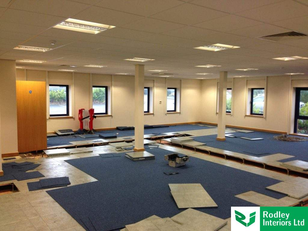Lifting flooring and carpet tiles