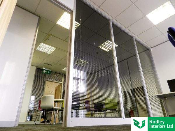 Laminated glass wall partitioning