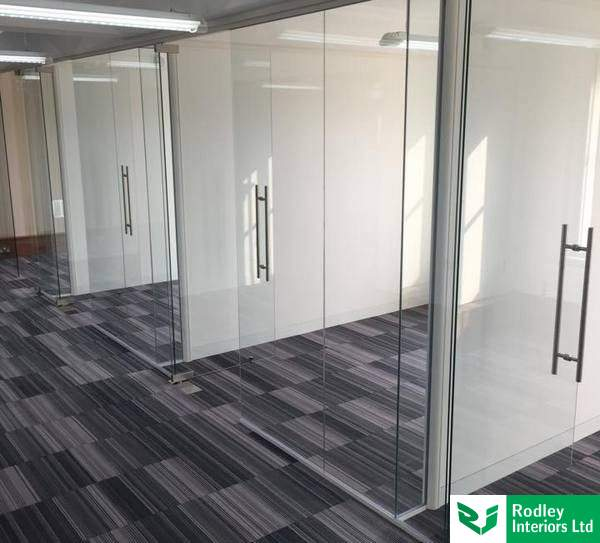 Forming offices with frameless glass