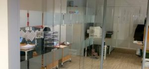 Polar frameless glass partitions