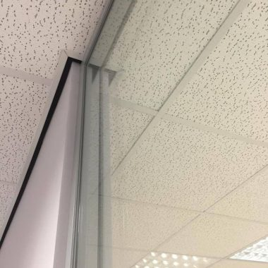 Double glazed frameless glass with good sound reduction qualities