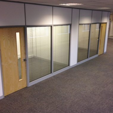 solid-and-glass-office-partition-walls