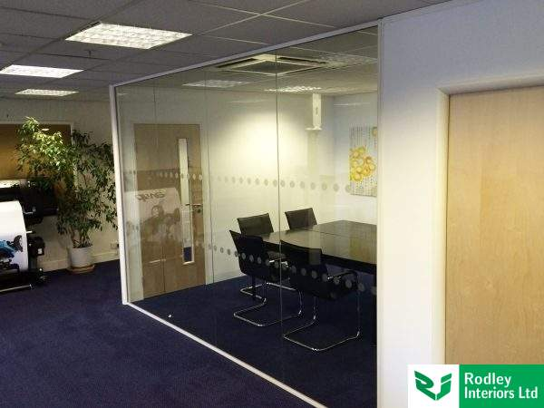10mm-toughened-glass-meeting-room