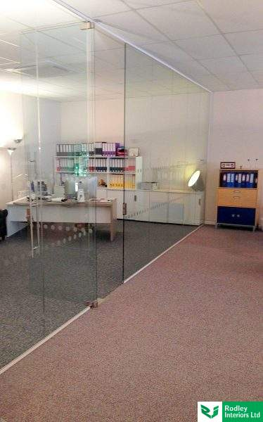 full-height-frameless-glass-wall-in-manchester
