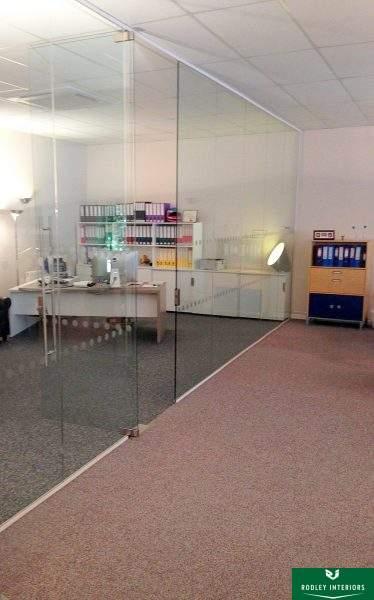 full-height-frameless-glass-wall-in-manchester