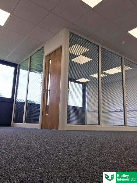 Glazed office partitioning system