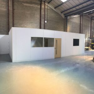 Free-standing warehouse partitioning